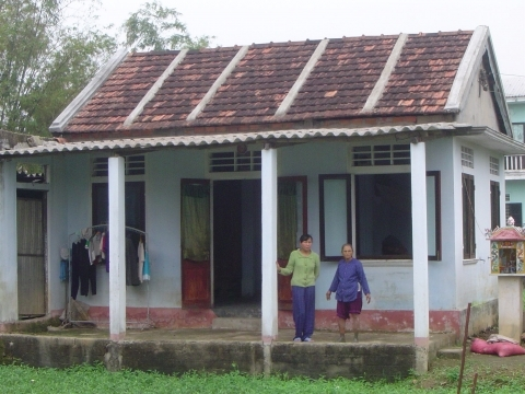 Family with its strengthened house in Thua Thien Hué province